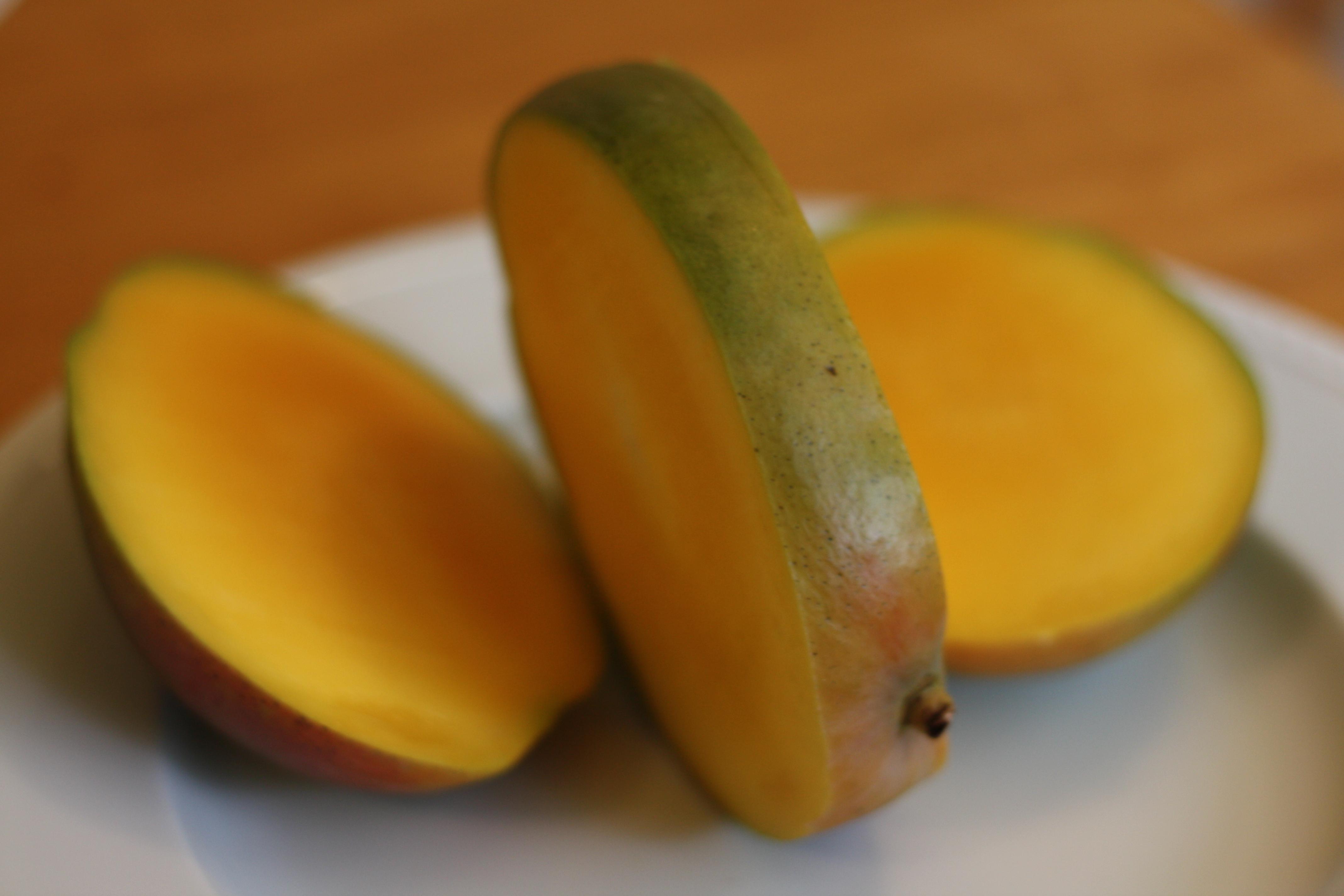 What a ripe mango looks like