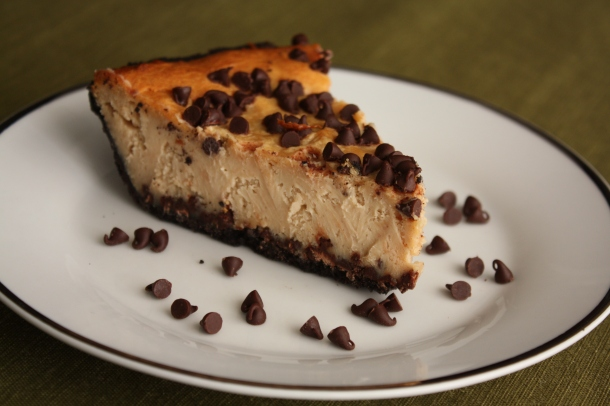 Peanut Butter Cup Cheesecake Pie | The Gourmand Mom